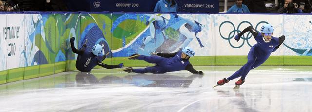 South Korean Jung-su Lee (R) speeds off