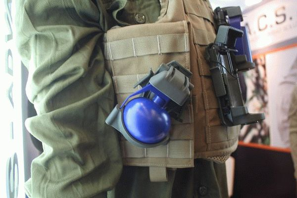 10_innovative_pouch_for_hand_grenades_developed_by_the_israeli_company_acs_milipol_2015