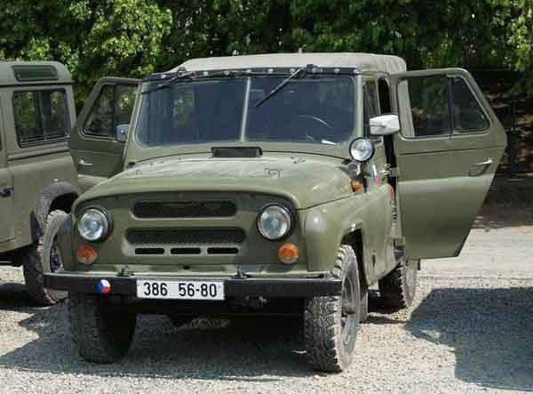 11-uaz-469