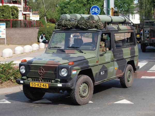 13-Mercedes-Benz