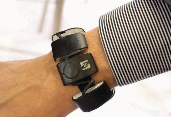 5_novitact_introduce_its_feeltact_communication_wristband_at_milipol_2015