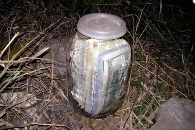 Киевского судью словили стрехлитровой банкой долларов
