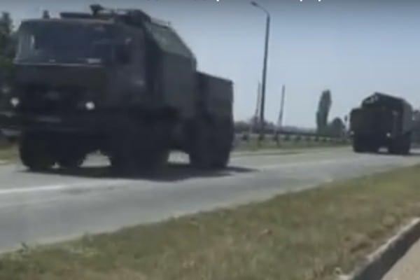 Вглобальной web-сети появилось видео перемещения русской техники воккупированном Крыму