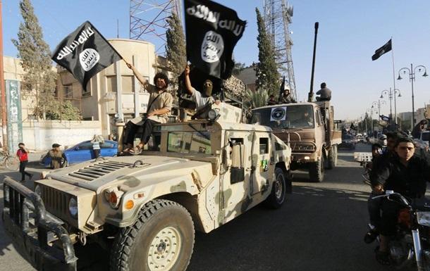 Боевики ИГИЛ казнили девятерых молодых людей бензопилой