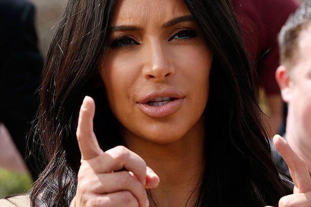 Ким Кардашьян тайно покинула Париж после вооруженного ограбления