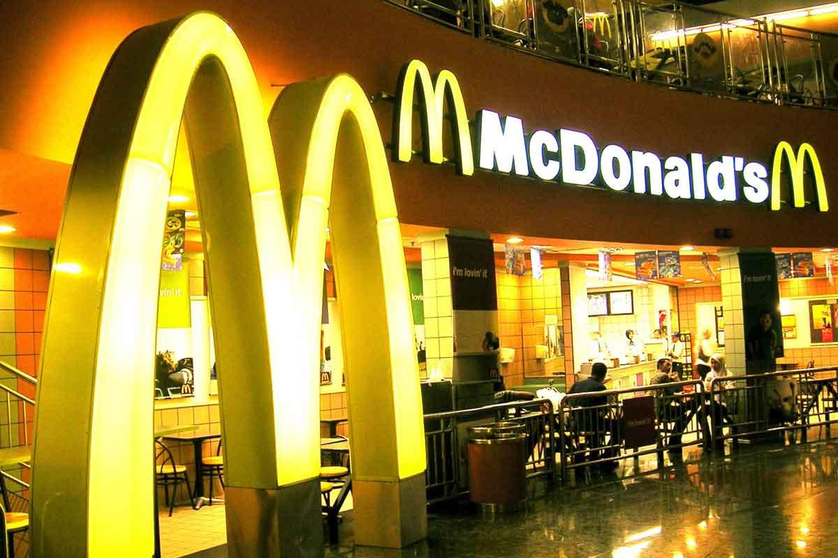 Вместо вредного Mc'Donalds— сеть отменного питания «Петрушка»