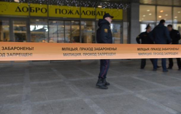 ВМинске мужчины сбензопилой и тесаком напали на гостей торгового центра,