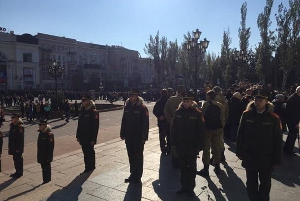 Неменее 30 тыс. человек пришли попрощаться сМоторолой вДонецке