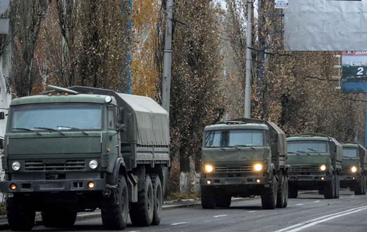 РФ доставила наДонбасс 750 тонн топлива, танки иБМП