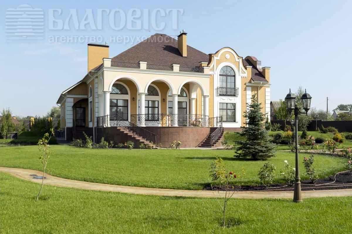 Настоятель Лавры продает свое имение более чем замиллион долларов