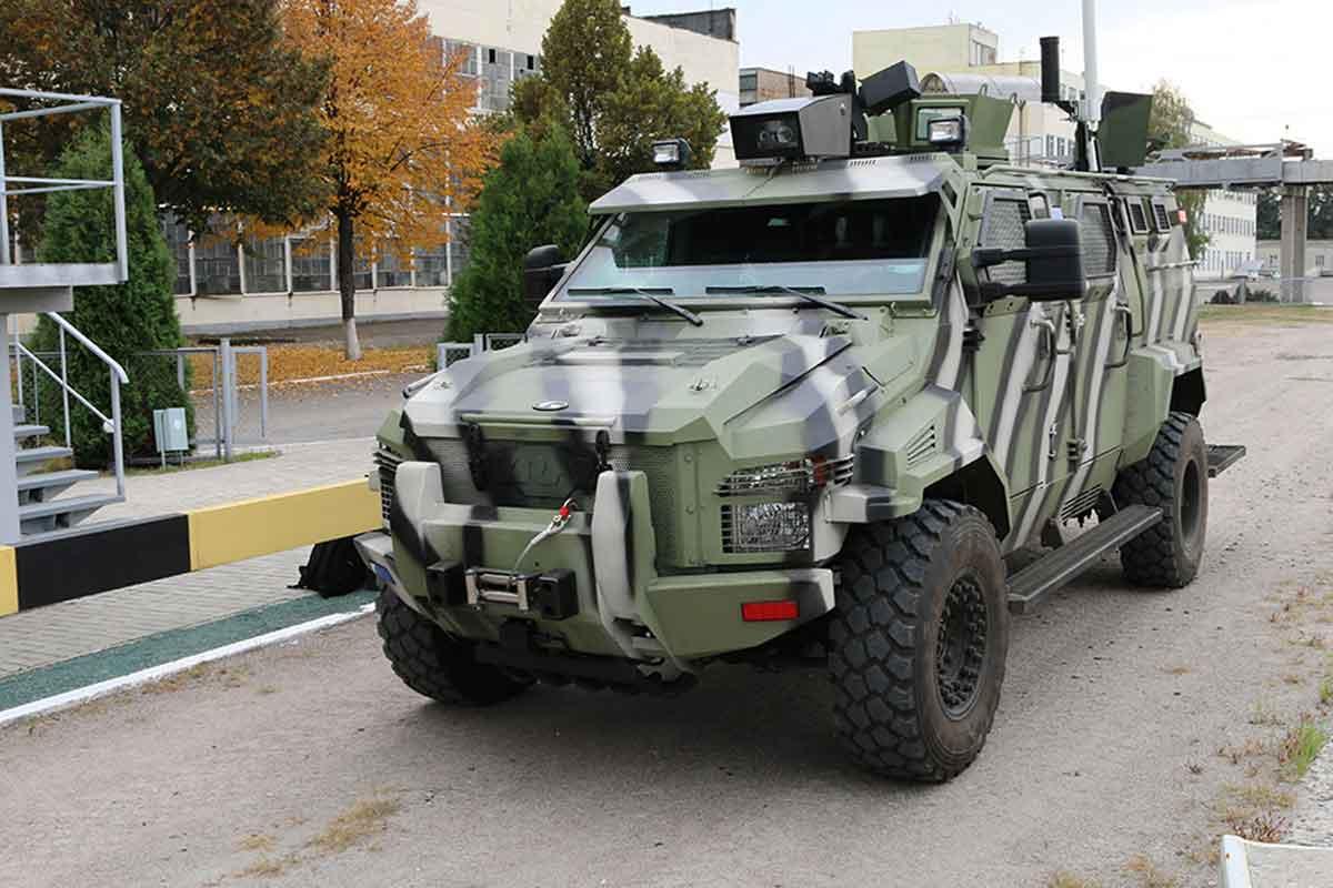 В.Гройсман презентовал новый украинский беспилотный броневик