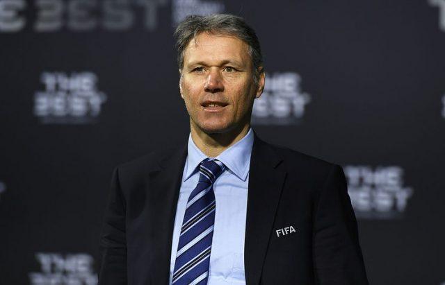 Ван Бастен предложил изменить правила футбола