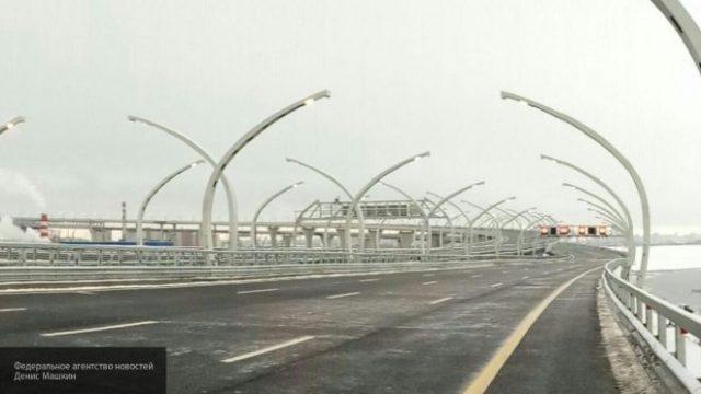 ВПетербурге дальнобойщики перекрыли въезды наоткрытую Путиным платную магистраль