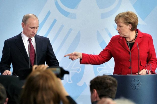 Меркель сообщила британцам досье на Владимира Путина