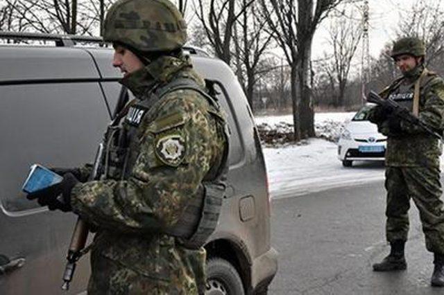 Боевики ДНР непропустили грузовые автомобили сгуманитарной помощью на захваченный Донбасс