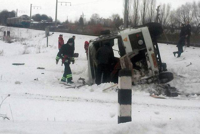 В итоге столкновения электропоезда иавтобуса вВинницкой области умер мужчина