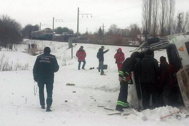 НаВиннитчине поезд сбил пассажирский автобус, есть жертвы