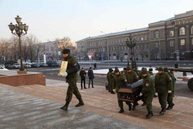 Напохороны террориста Гиви против воли сгоняют население оккупированного Донбасса
