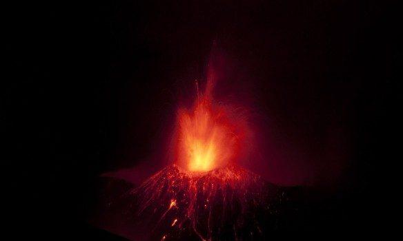ВИталии случилось извержение вулкана Этна, 10 человек пострадали