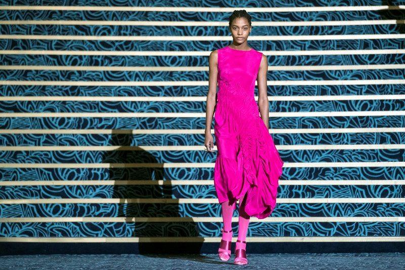 Встолице франции  открывается Неделя моды