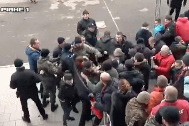 Матч украинской Первой лиги закончился беспорядками