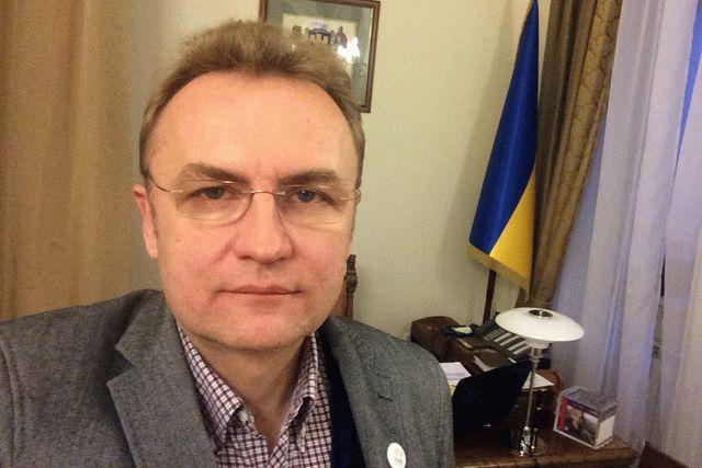 Мэр Львова просит объявить вгороде чрезвычайное положение
