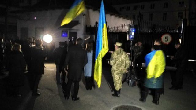 Под СБУ вВиннице жгут шины: требуют освободить задержанных блокировщиков