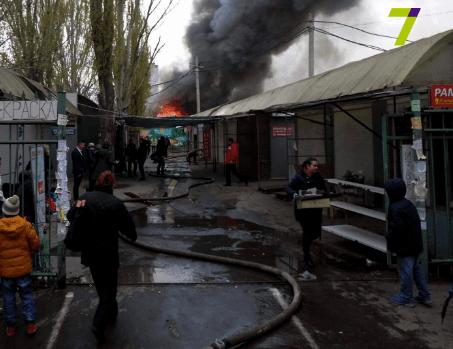 ВОдессе горел рынок, пострадали 2 полицейских