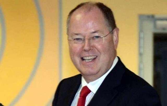 Экс-министр финансов Германии признался, что стал комиком
