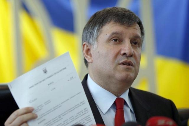 Аваков пригрозил жесткой реакцией на«антиукраинскую символику» 9мая