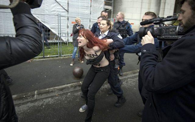 голые украинские девушки избирательный участок