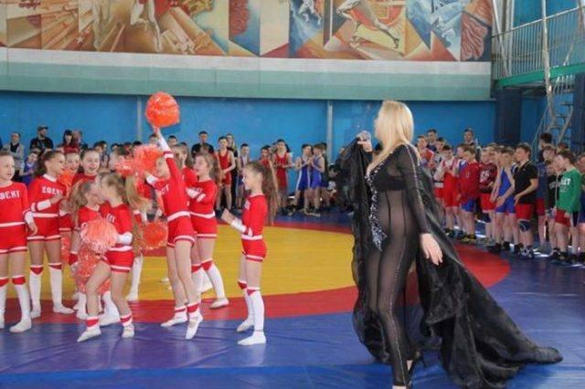 Вгосударстве Украина эстрадную певицу раскритиковали завыступление перед детьми без нижнего белья