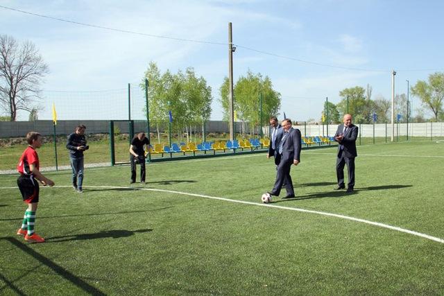 Село на Винничине обзавелось футбольным полем с искусственным покрытием, фото-2