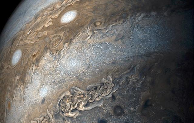 «Нить жемчуга» вкосмосе: NASA зафиксировало непонятное явление наЮпитере