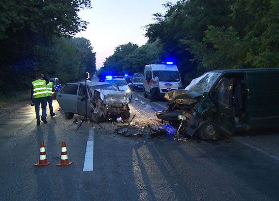 ВВинницкой области авто влетело вмикроавтобус, четверо погибших