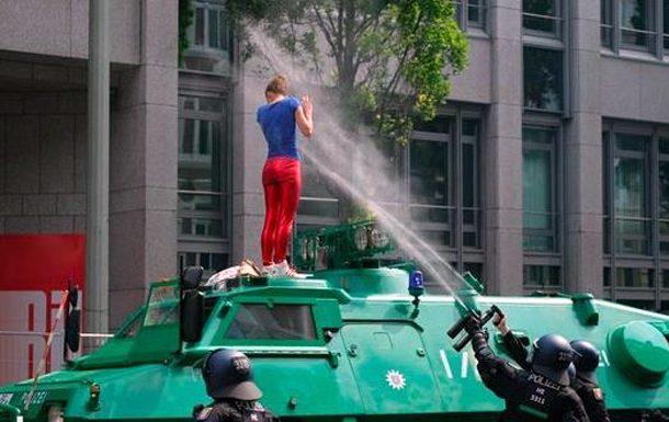 Первая леди Польши проигнорировала рукопожатие сТрампом