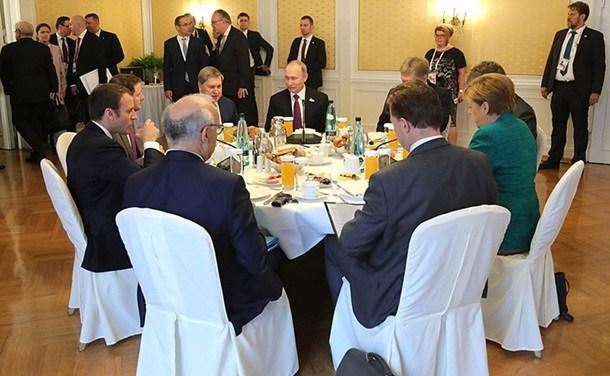 Очем договорились Меркель, Макрон иПутин— Украинский вопрос