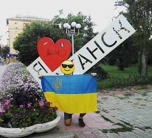 ВЛуганске задержали украинских патриотов, которые скинули спьедестала бюст маршала Жукова