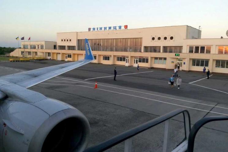 ВОдессе Гройсман иТруханов заложили капсулу возведения новейшей взлетно-посадочной полосы