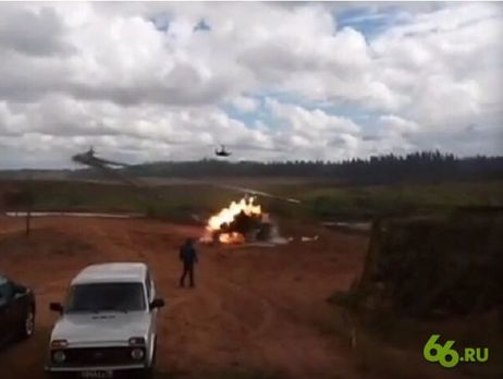 Вовремя учений вЛенобласти вертолет дал ракетный залп позрителям