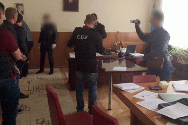 Депутата Винницкого облсовета задержали навзятке в своем кабинете