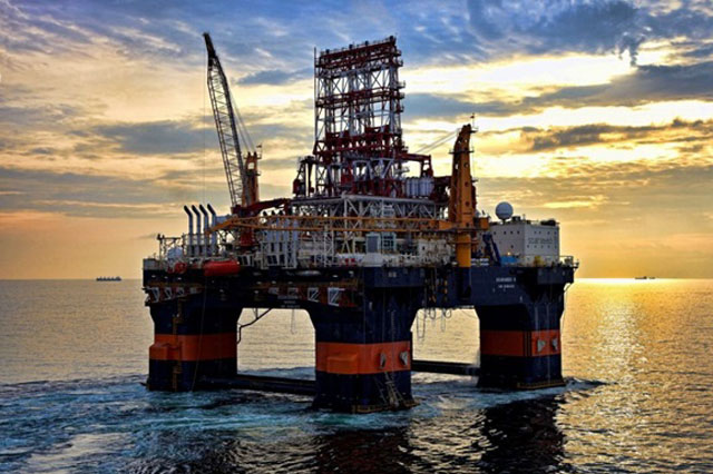 Роснефть остановила добычу нефти научастке вЧерном море из-за санкций
