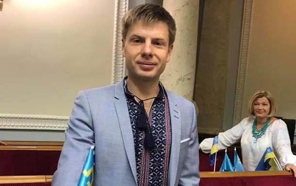 Толпа вКиеве оскорбила изабросала яйцами депутата Гончаренко