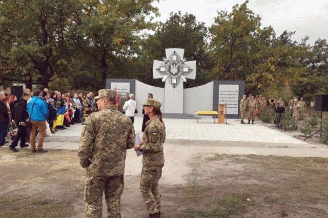 ВДнепропетровской области вандалы облили краской монумент солдатам АТО
