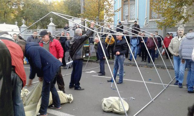 Аваков обвинил лидера «Комитета спасения Украины» в финансовом снабжении палаточного городка уРады