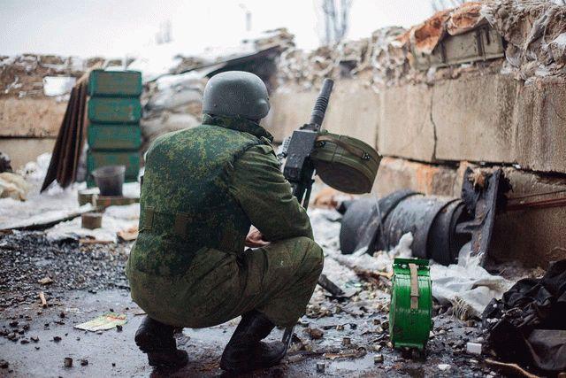 НаДонбассе боевики обстреляли ракетный склад украинских военных