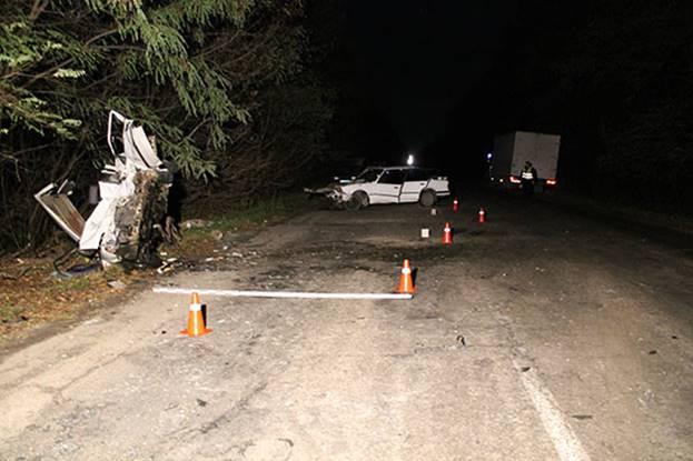 НаВиннитчине в итоге лобового столкновения легковых авто погибло два человека