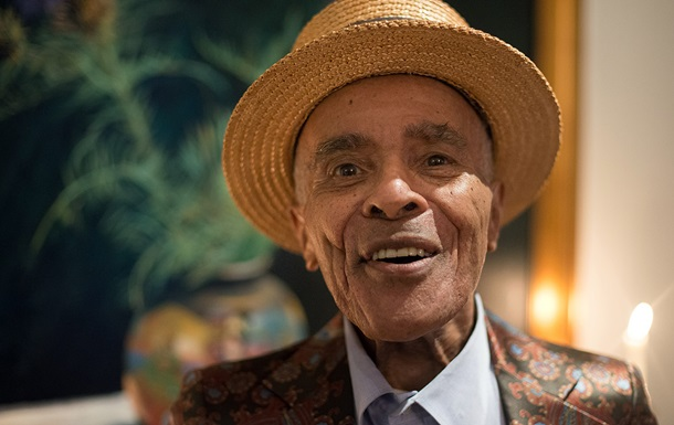 В США в возрасте 96 лет умер легендарный джазовый певец лауреат премии Grammy Джон Хендрикс. Об этом сообщает Billboard