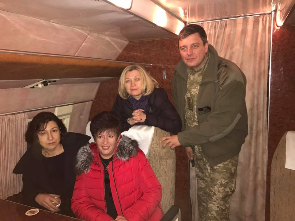 Обмен пленных: Геращенко и уполномоченные украинской столицы всамолете наДонбасс