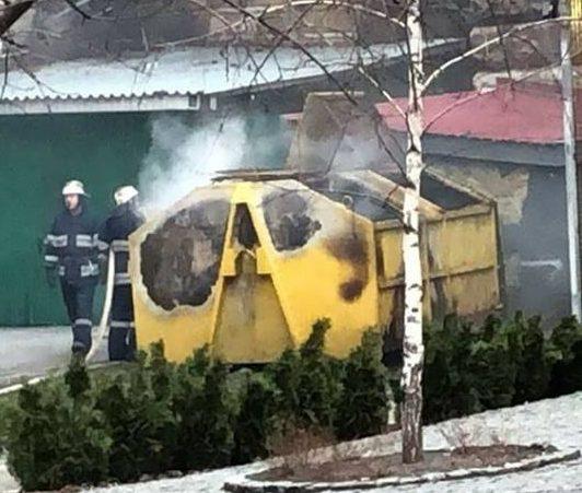 ВКиеве наКрещатике взорвался мусорный контейнер